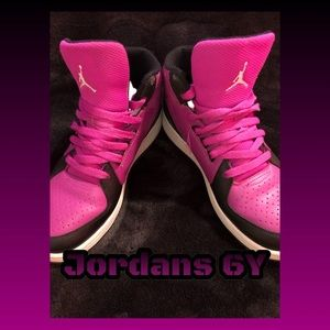 🏀Jordans Size 6 Youth Purple & Black Unisex🏀